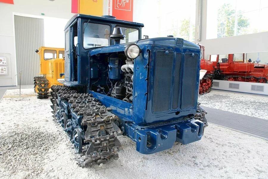 моментом фото легенды тракторостроения это время года