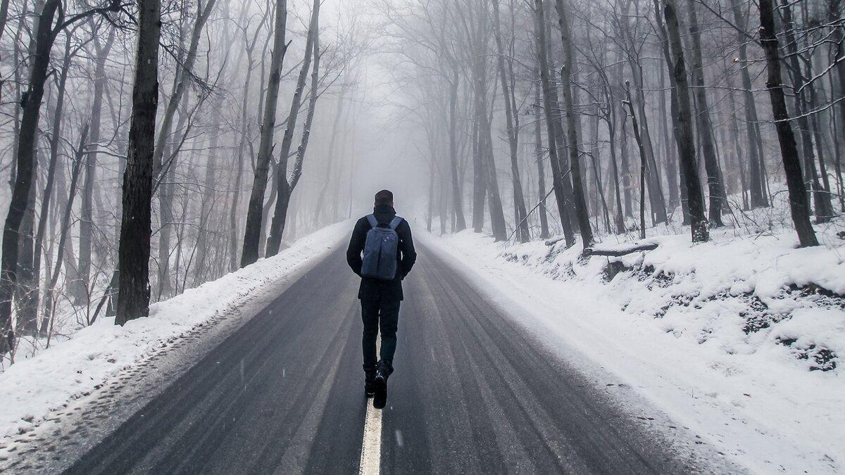 человек идущий по снегу картинки перс