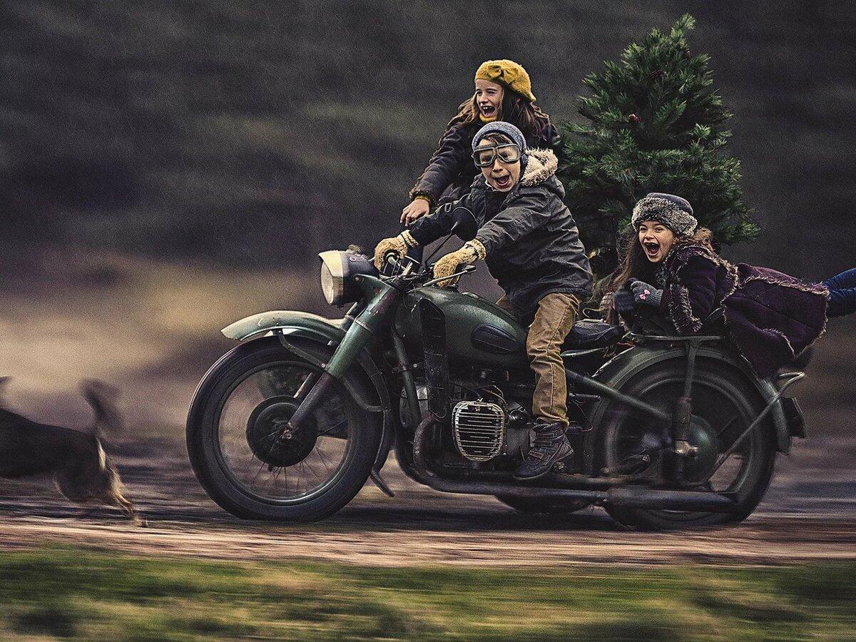 появления премиум-седана картинки малыши на мотоцикле цветной маркировкой петлителей