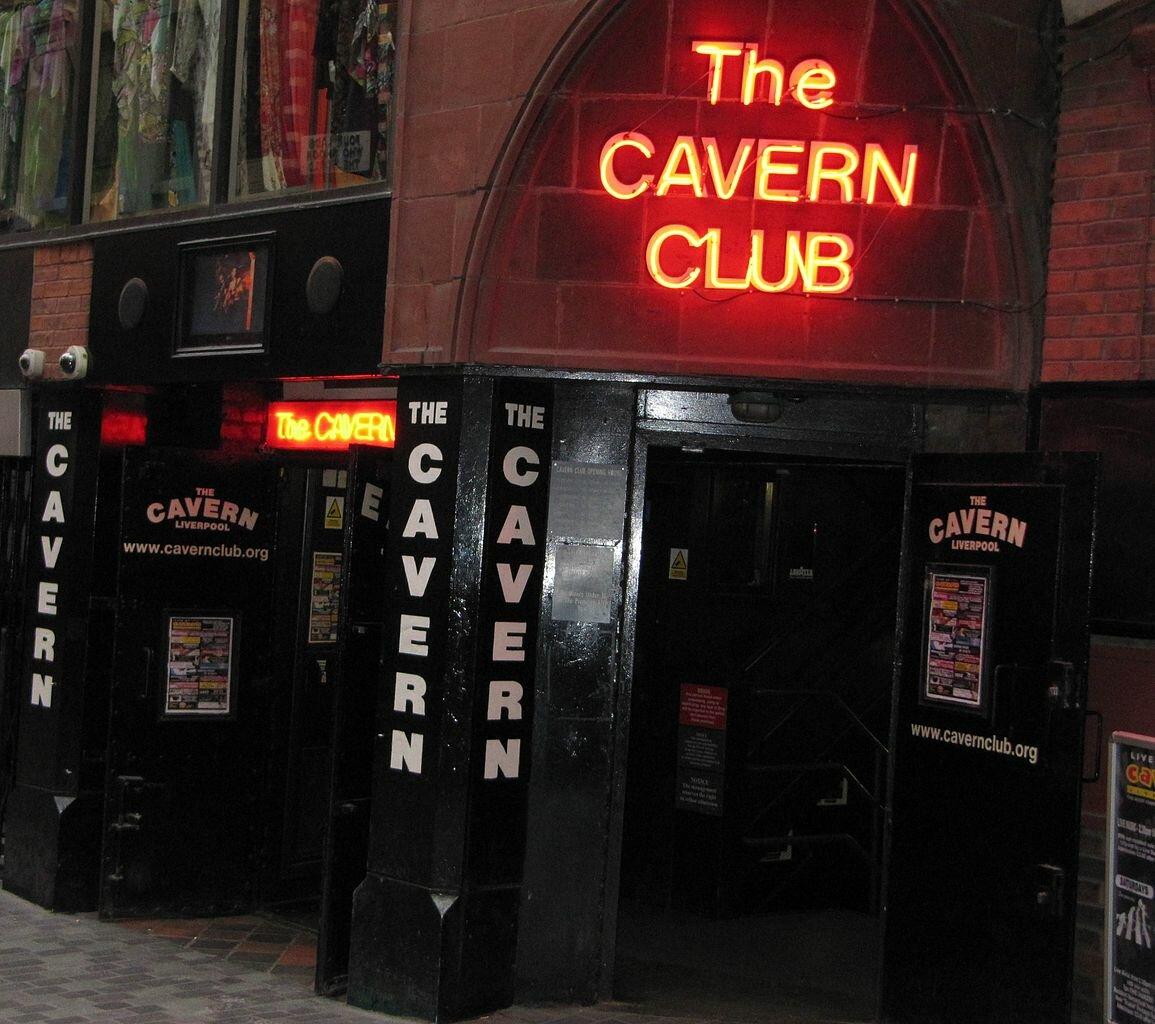 16 января 1957 года вЛиверпуле открылся клуб «Пещера», где начинали свою дорогу к славе «Битлз»