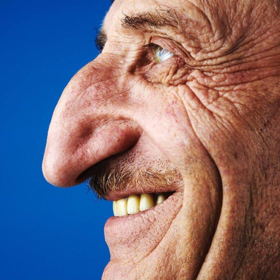 Картинка мужчина с большим носом на картинке