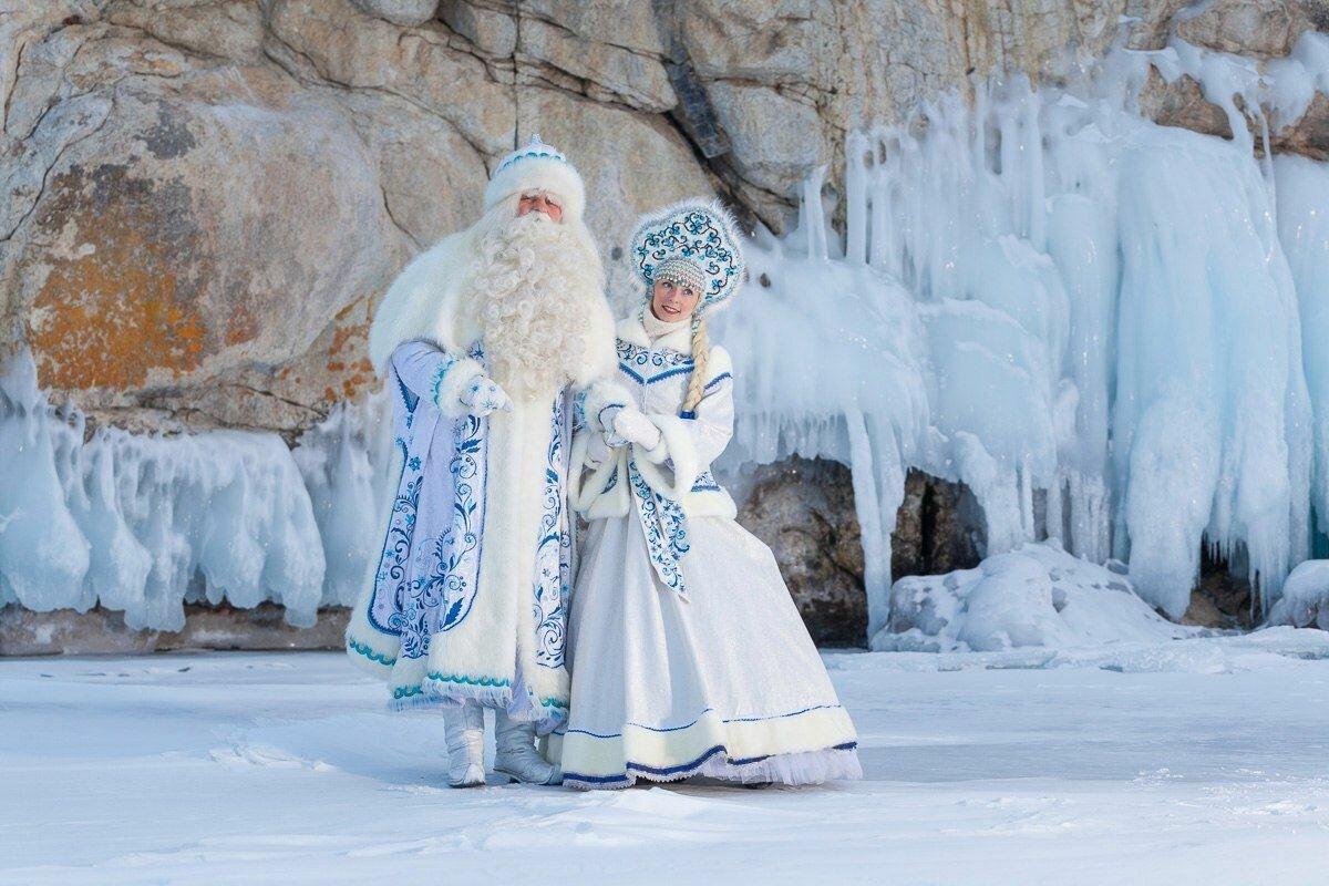 картинка русский дед мороз заснеженным лесу со снегуркой