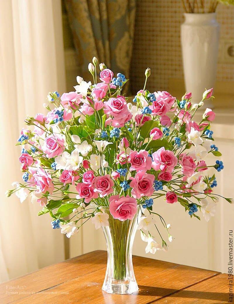 В НАЛИЧИИ - Букет с кустовыми розами, колокольчиками и ягодой - купить на Ярмарке Мастеров - AB2BXRU Букеты, Москва