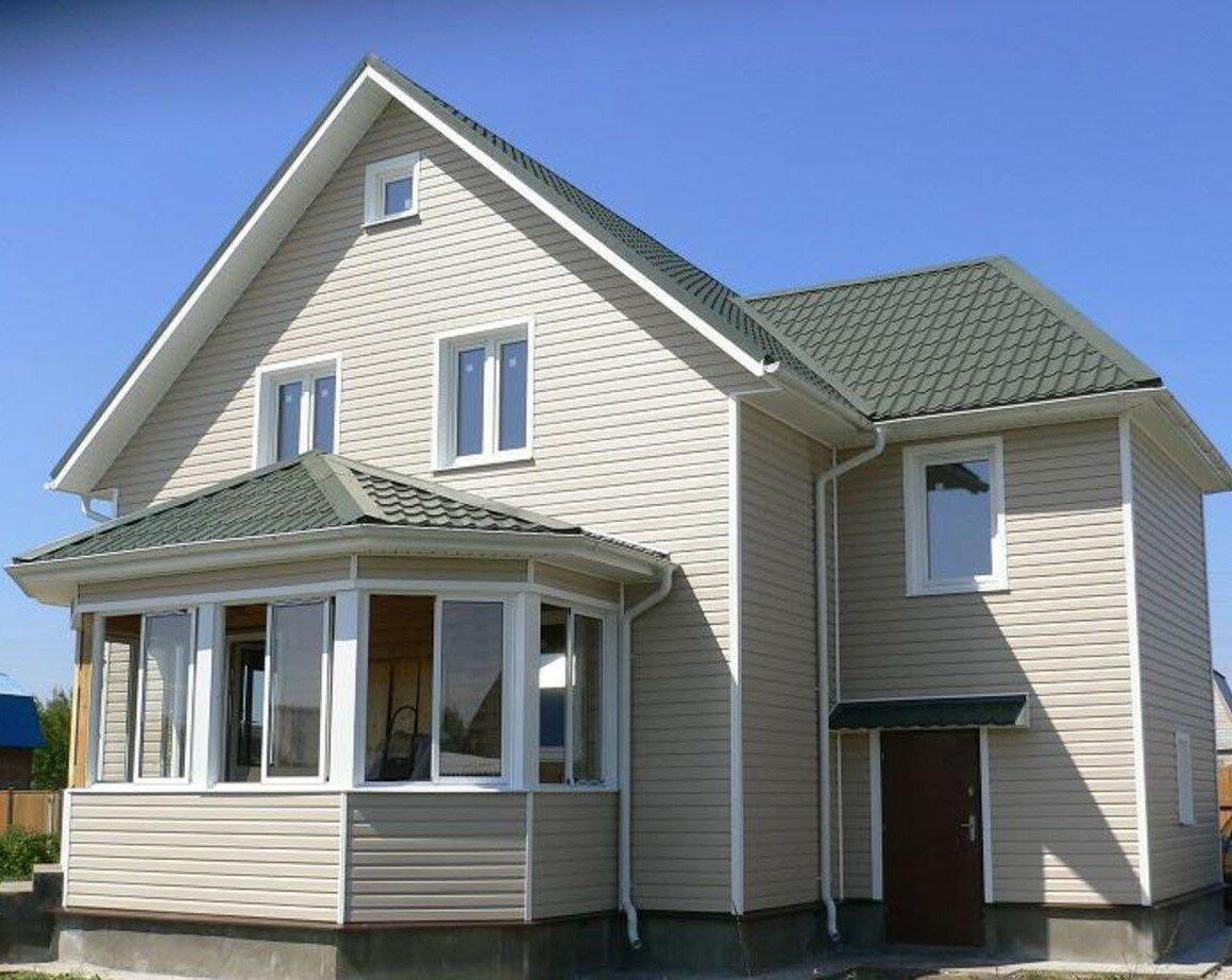 загородный дом с балконом обшитый сайдингом фото вставить новое стекло