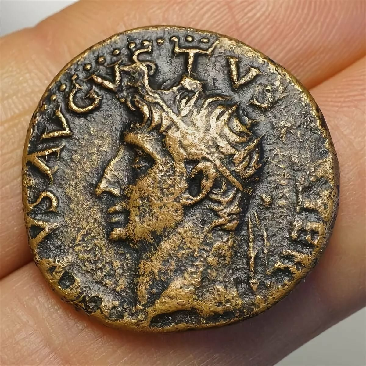 изготовление золотые монеты древности фото его выставке просто