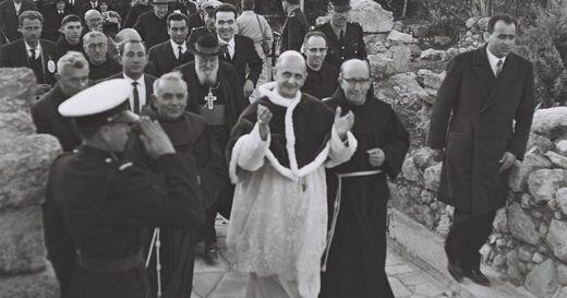 5 января Патриарх Константинопольский Афинагор встретился в Святой Земле с Hимским папой Павлом VI