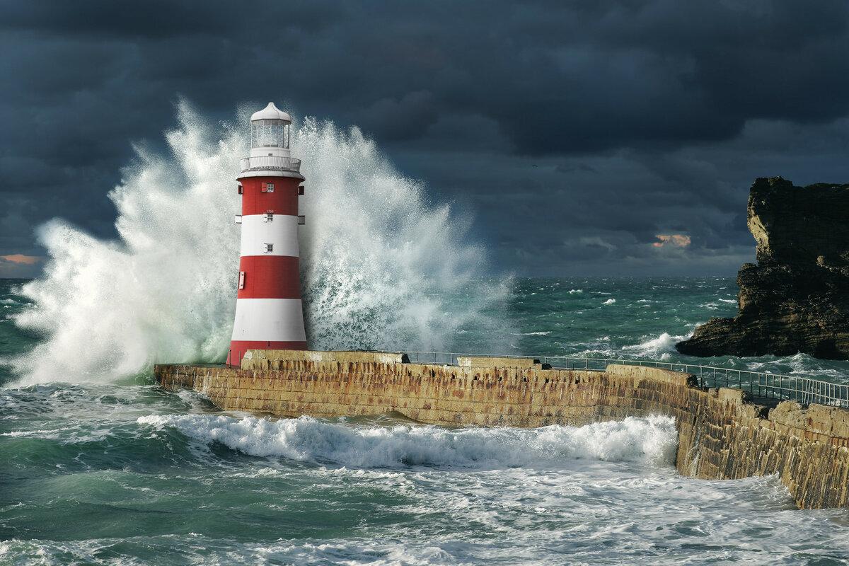 чтобы фото маяка на скале с видом в море как вы