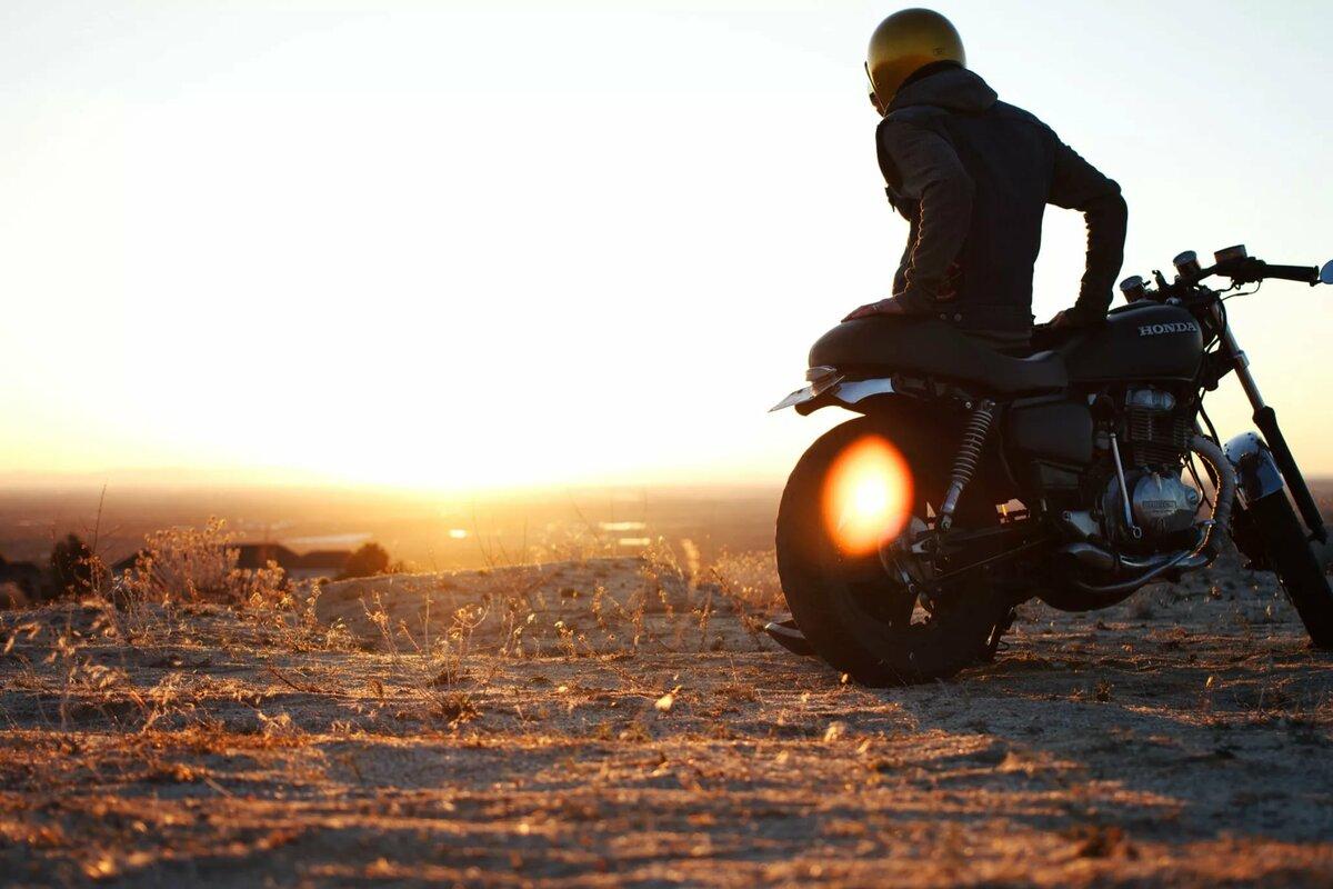 вход, картинки мотоциклистов и закат половинки