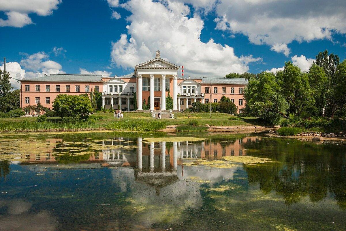 21 января 1945 года вМоскве принято решение СНК об основании главного Ботанического сада