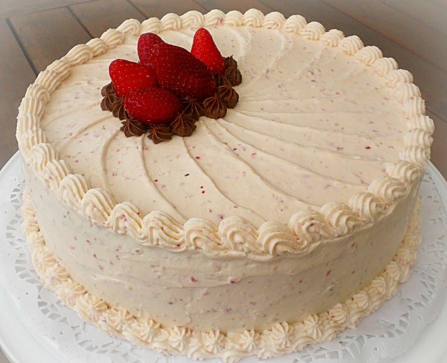 Торт со взбитыми сливками картинка