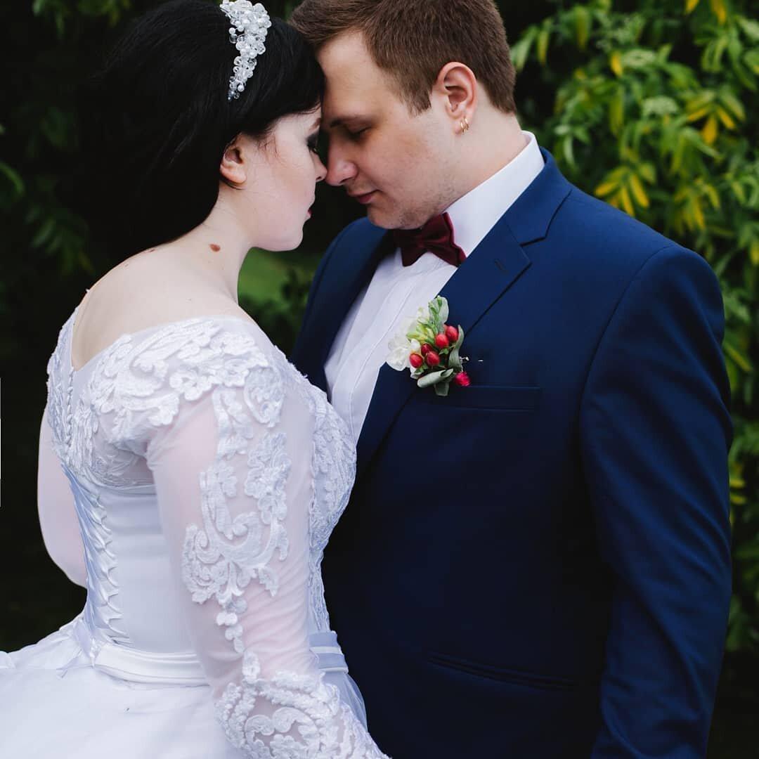 На изображении может находиться: один или несколько человек, люди стоят и свадьба