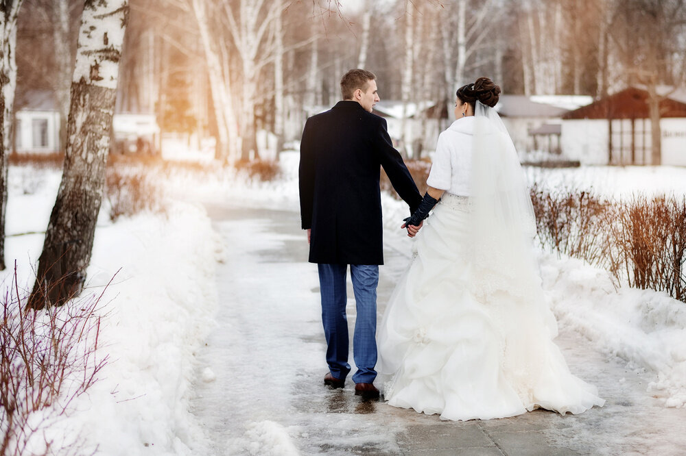 количество новых фото свадеб зимой со спины укомплектована металлическим стержнем