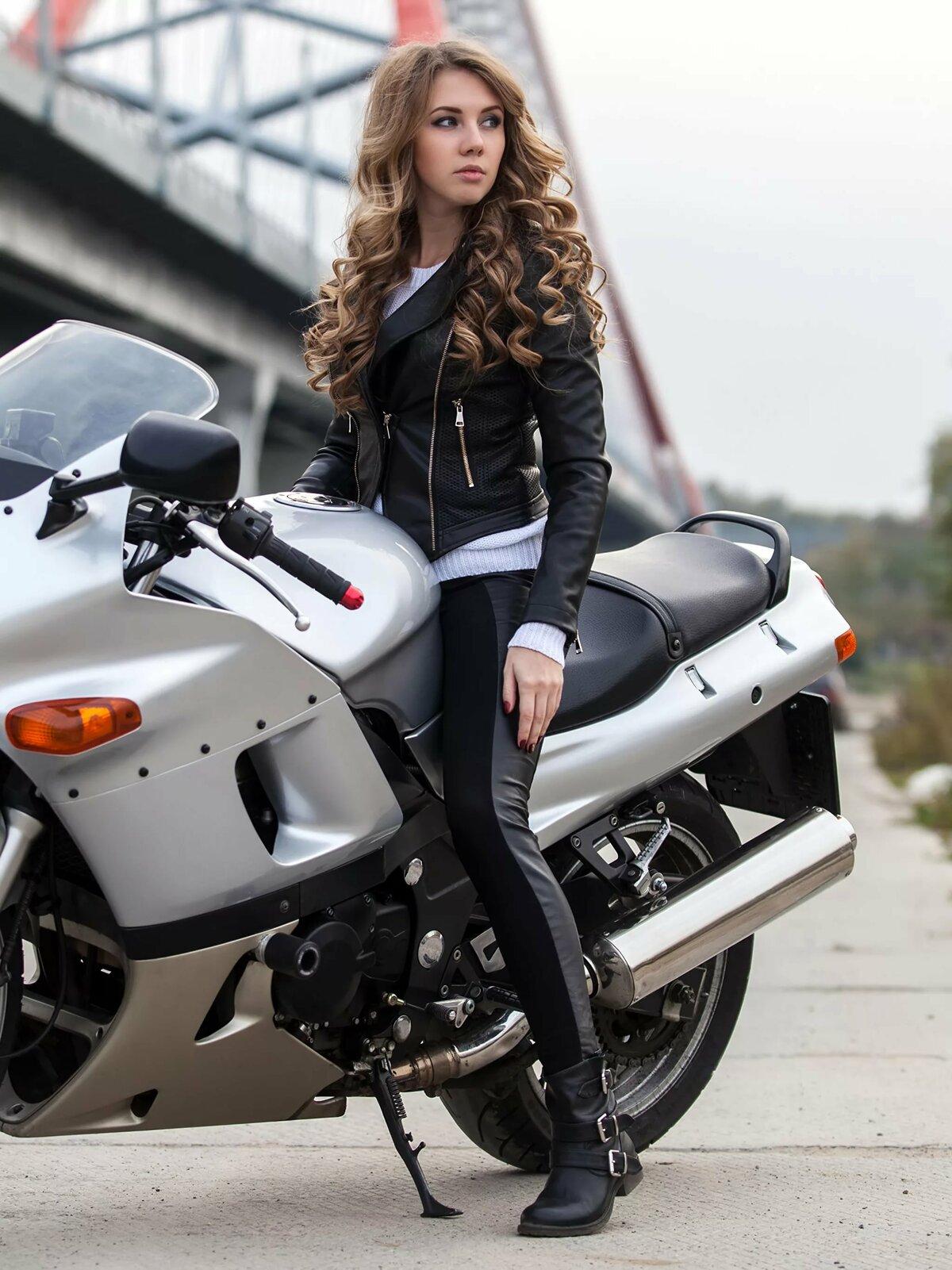 Девушка и мотоцикл картинка