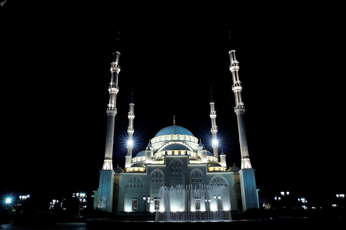 Грозный фото камри на фоне мечети