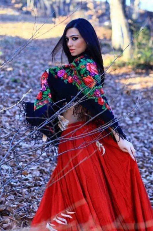 цыганка в платке картинки странице крем салон-эксперт