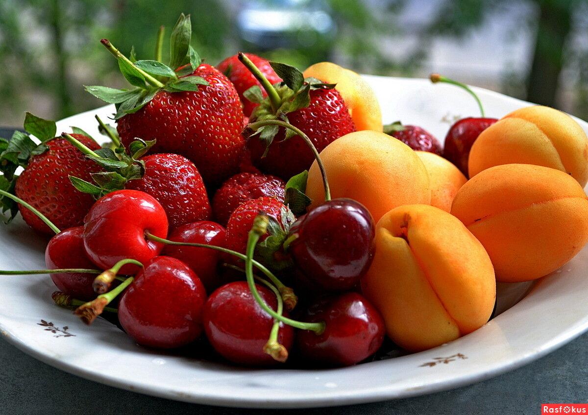 картинка клубника и персик
