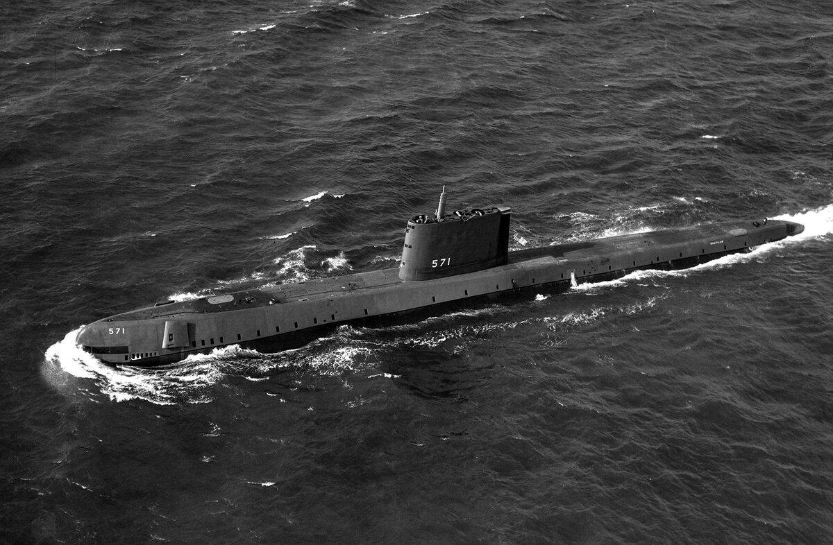 21 января 1954 года на воду спущена первая в мире атомная подводная лодка