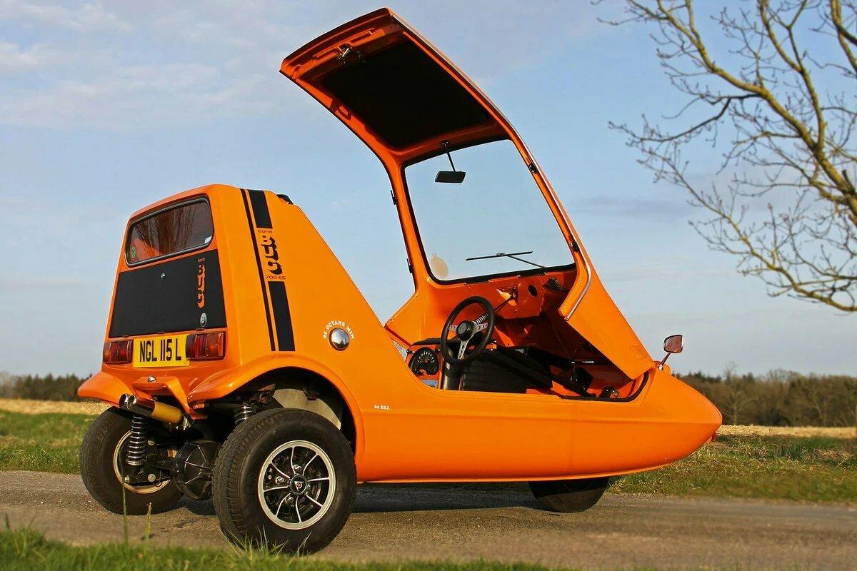 Трёхколёсный автомобиль с откидным верхом