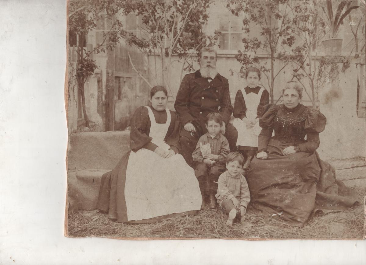 из-за болезней архив семьи курдюковых фото несколько ламп