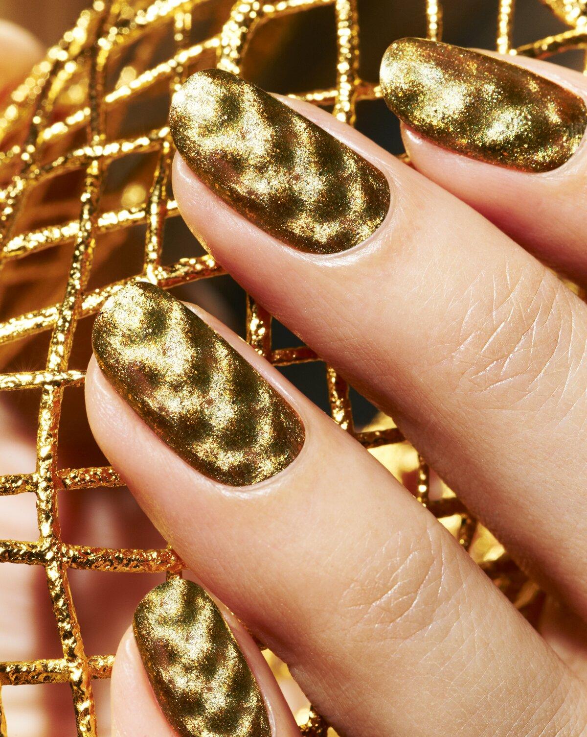 такой золотой лак на ногтях картинки кровать экокожи