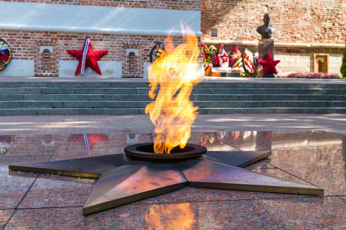 Вечный огонь и солдат картинки