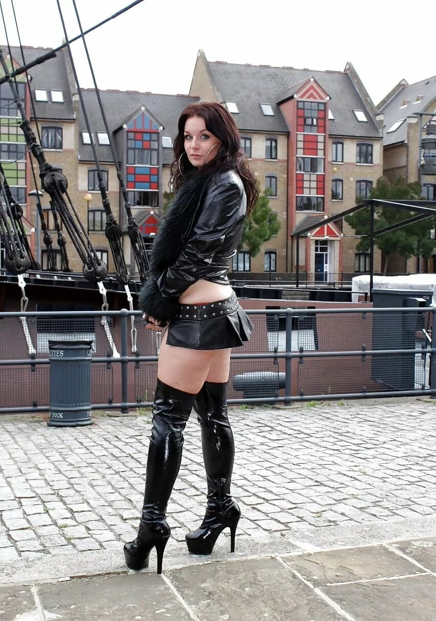 Teenage cowgirl sluts in boots and chaps
