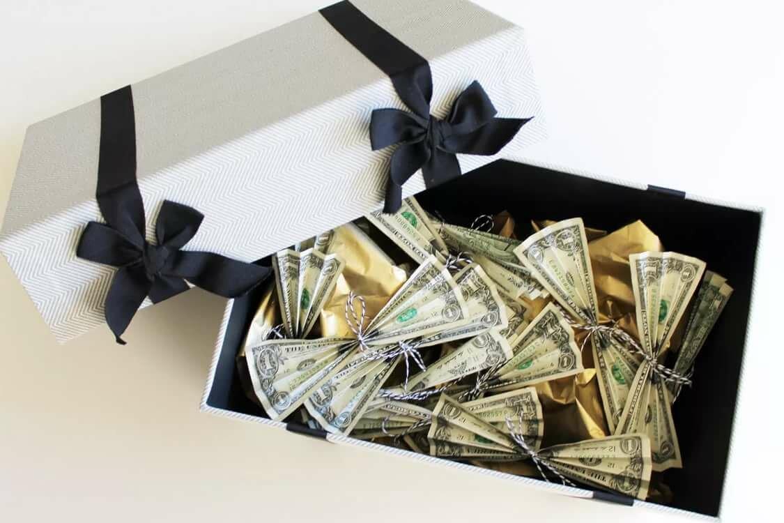Картинки подарок деньги от директора