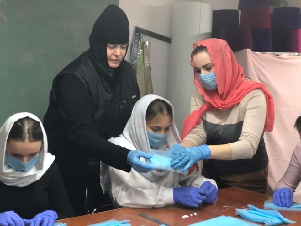 Золотошвейное отделения Одесской духовной семинарии начали пошив индивидуальных средств защиты