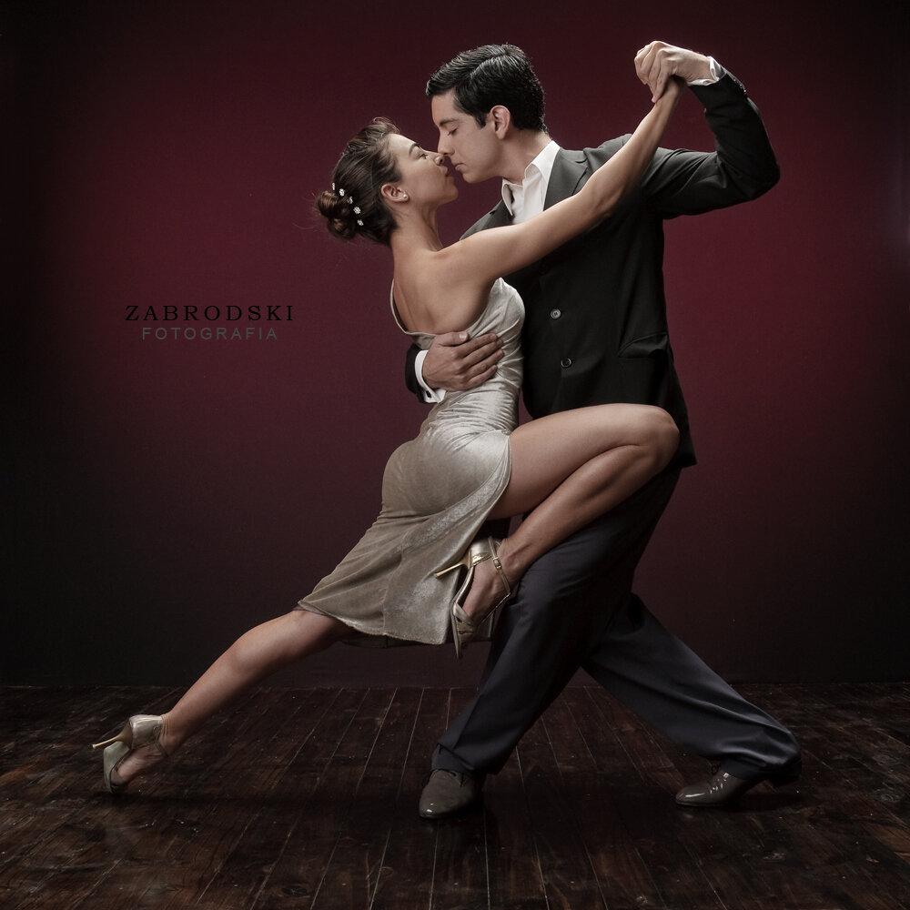 Фото открытка танцы тренч зелёного