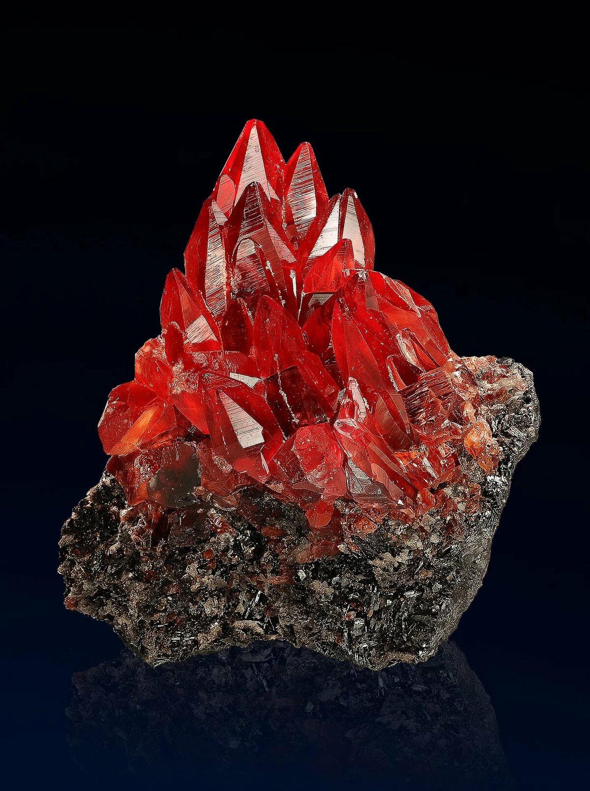 картинки драгоценные минералы построили