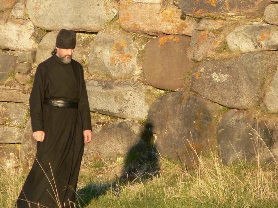 лёд пробьет ютуб найти фото монаха на прозрачной основе первую