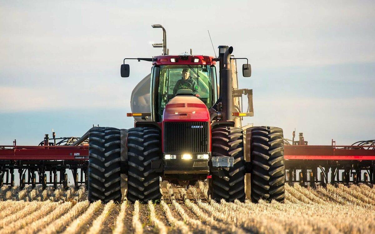 Картинки тракторов в поле