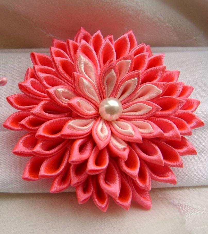 Мк цветок из атласных лент, цветной