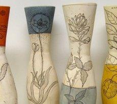 Оригинальные напольные вазы своими руками помогут привнести в окружающий интерьер немного индивидуальности и добавят в него неповторимой уникальности.