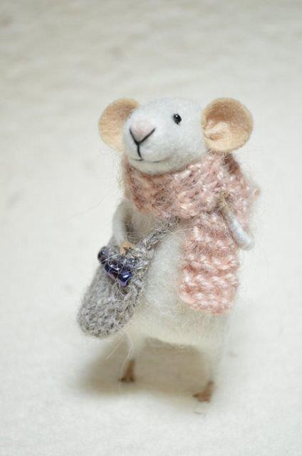 Мышка сваляная из шерсти