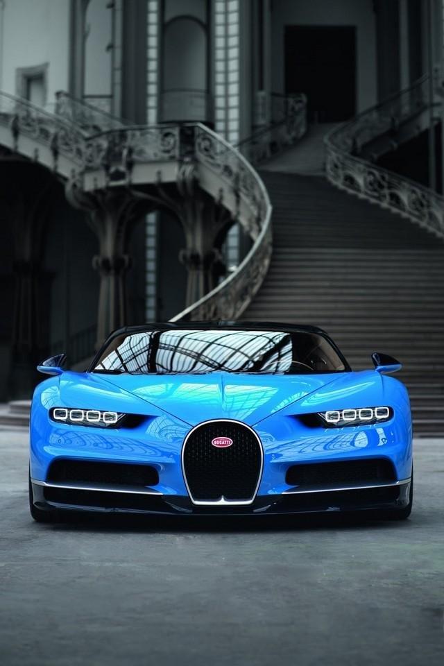 Bugatti Chiron - вид спереди