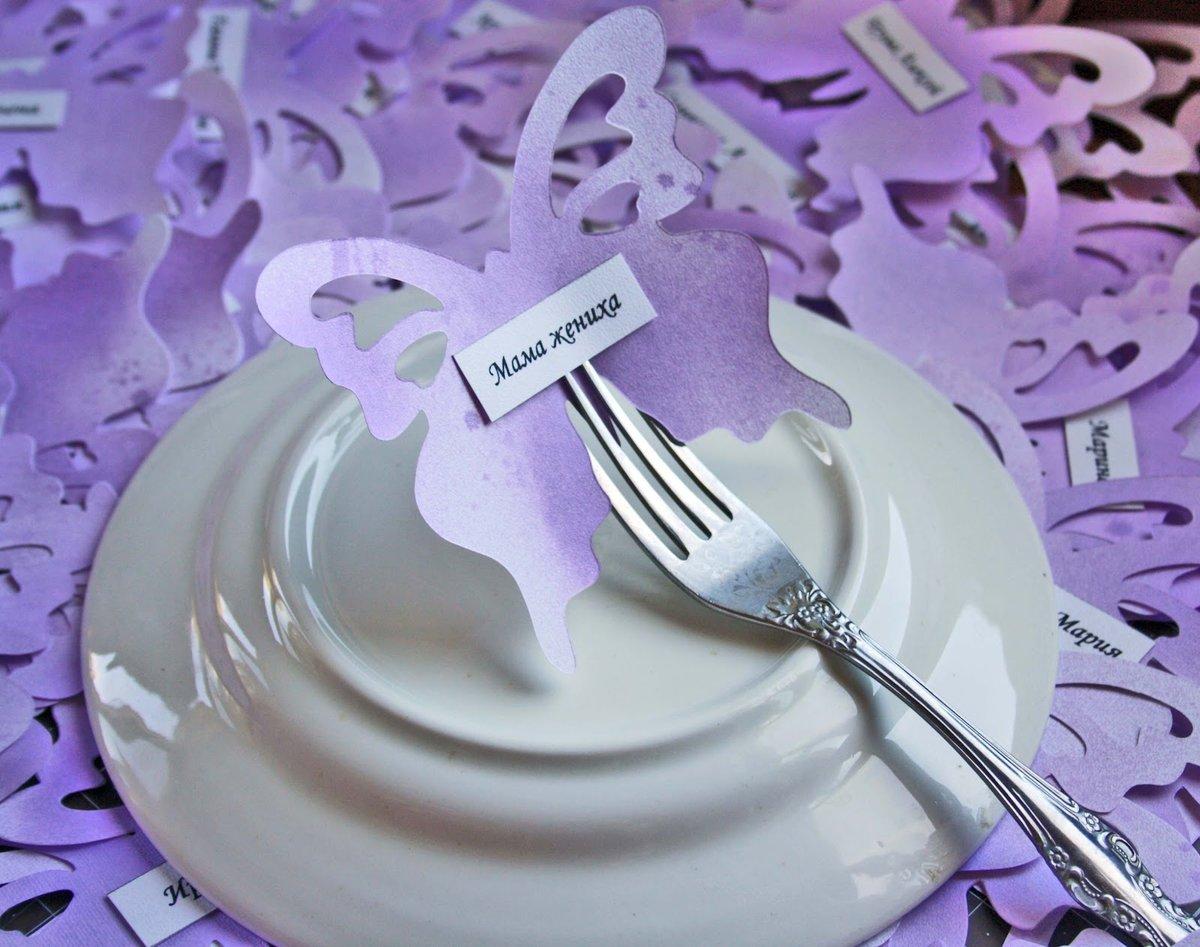 Как называются открытки на столе с фамилией гостя