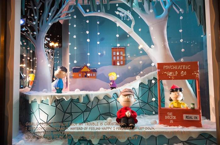 Holiday shopping windows in Chicago