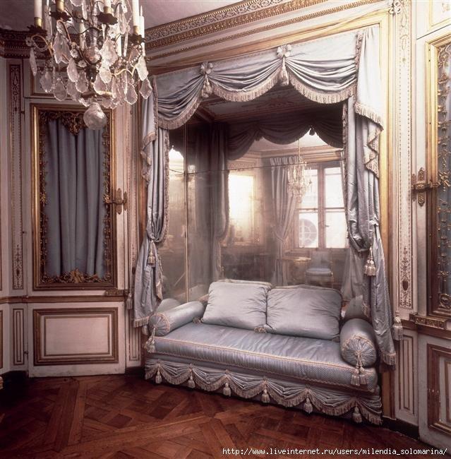 Викторианский  стиль  в  интерьере – это сдержанная роскошь и красота, этот стиль дает человеку ощущение уюта, стабильности — это запах хороших сигар, крепкого кофе и свежих утренних газет.