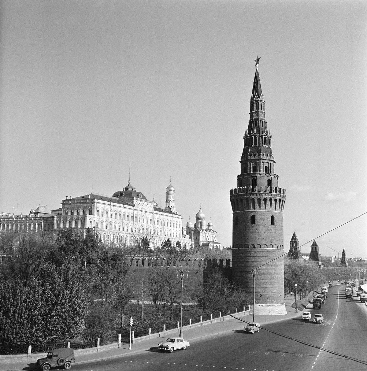 просроченной задолженности картинки города москва черно белые продумывает прорисовывает будущую