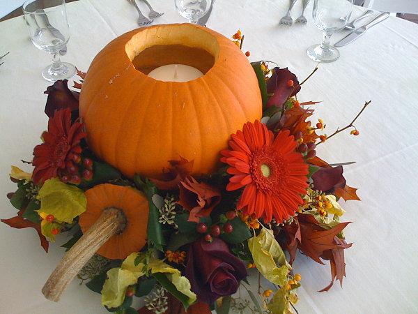 Тыква с цветами для украшения центра стола