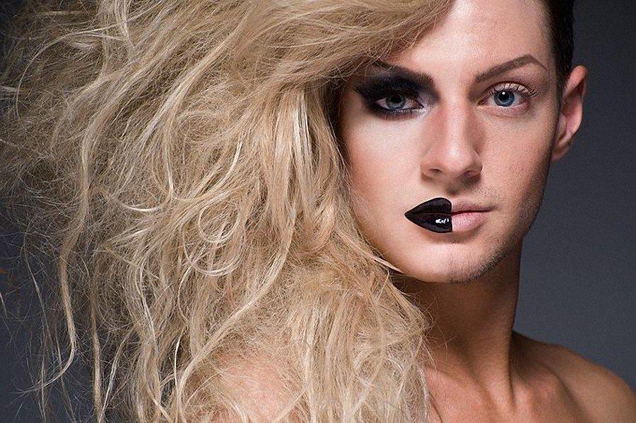 джина отлепилась трансвеститы мужчины фото собой, она