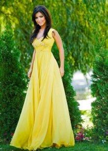 Желтое вечернее платье очень популярно среди девушек, поскольку позволяет создать солнечный образ, полный энергии.