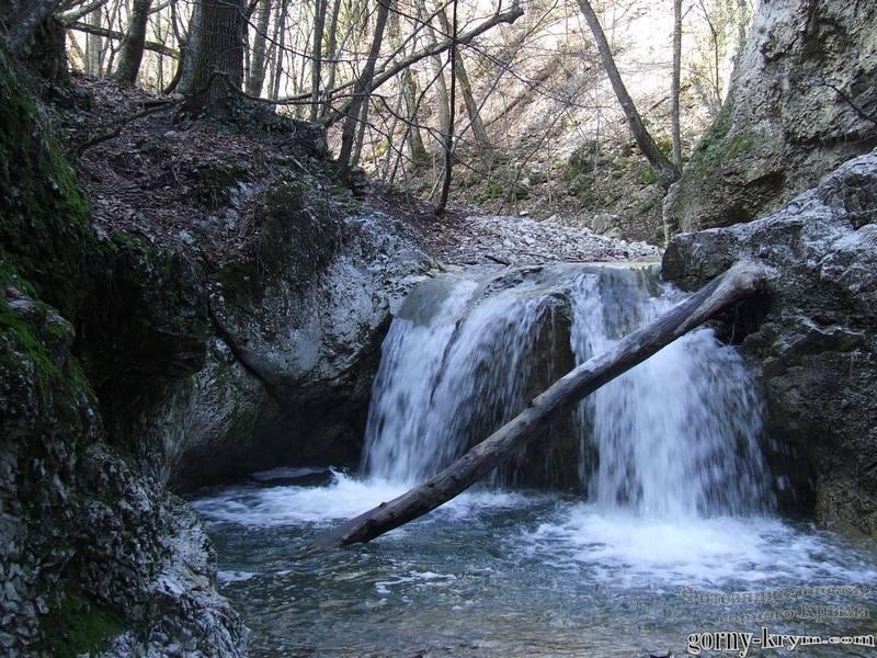 Водопад в каньоне Кучук-Карасу весной