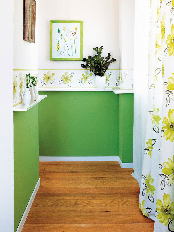Как оформить дизайн коридора, что его интерьер гармонично сочетался с общим стилем квартиры, правильно подобрать обои и украсить стены. Полезные советы и фотографии.