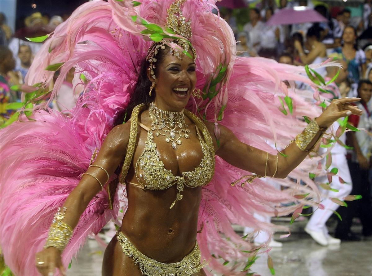 бразильские девушка красиво танцует