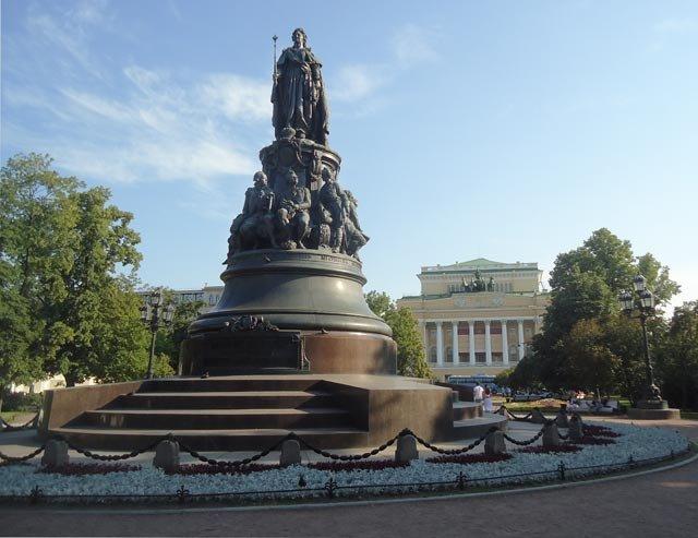 Памятник екатерине 2 купить недорого для матери на самолет в крым