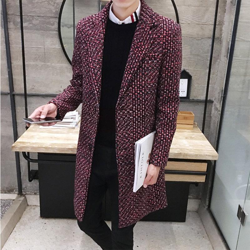 Бордовое пальто интересной структуры