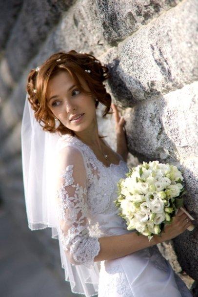 50 вариантов причесок с диадемой: вечерние, свадебные, с фатой