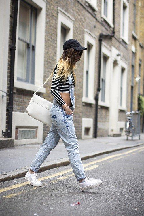 джинсовый комбинезон с белым топом
